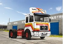 Maquette camion : MAN F8 19.321 4x2 - 1:24 - Italeri 03946 3946 - france-maquette.fr