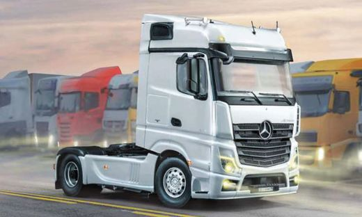 Maquette camion : Mercedes-Benz MP4 Big Space - 1:24 - Italeri 3948 03948