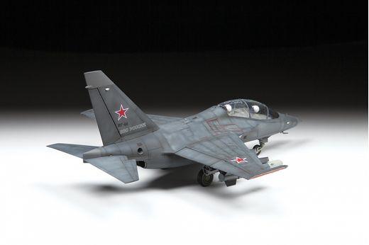 Maquette d'avion militaire : Yakovlev Yak‐130 Bomber - 1/48 - Zvezda 4818 04818