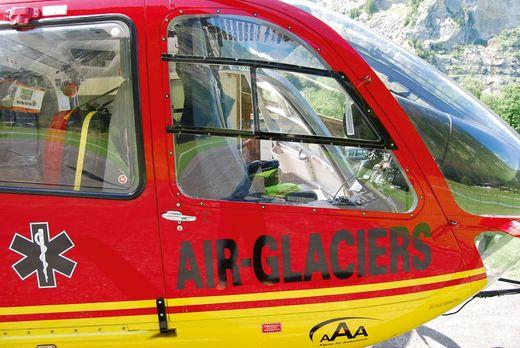 Maquette hélicoptère de transport : Airbus EC135 Air-Glaciers - 1/72 - Revell 04986