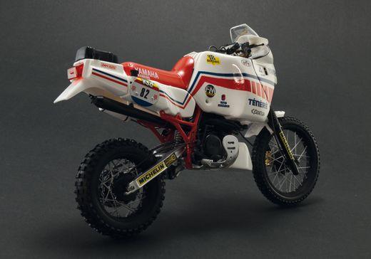 Maquette de moto : YAMAHA Ténéré 660cc Paris Dakar 1986 - 1:9 - Italeri 04642 4642 - france-maquette.frMaquette de moto : YAMAHA Ténéré 660cc Paris Dakar 1986 - 1:9 - Italeri 04642 4642 - france-maquette.fr