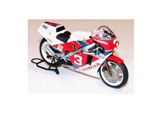 Maquette moto : Honda NSR 500 - 1/12 - Tamiya 14099