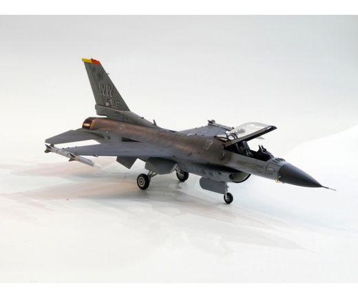 Maquette avion militaire : F-16CJ Block 50 - 1/72 -Tamyia 60786
